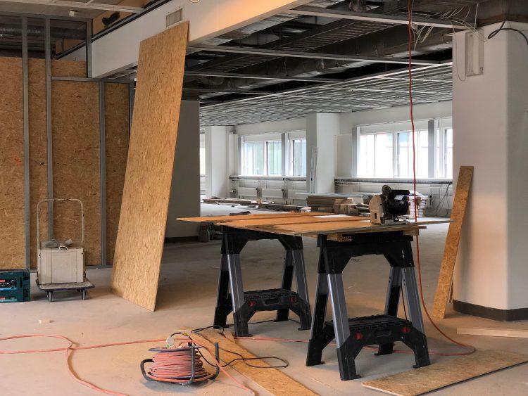 KOERS realiseerde voor Cocon Vastgoed Management op diverse verdiepingen van bedrijfsverzamelgebouw Het Brouwershuys flexibele en ruime kantoorunits.